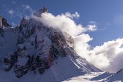 Sole, neve e nuvole abbracciano il Cimon della Pala