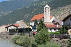 Passaggio del trenino della Val Venosta nei pressi del Comune di Lasa (Bolzano)